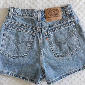 Levis mom jean high rise denim shorts size 0 2 XS